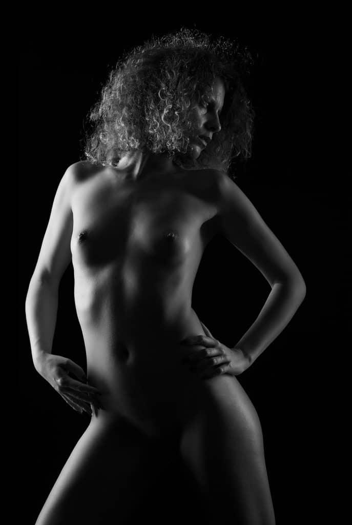 Dora | Nu artistique en studio | Lausanne | © 2020
